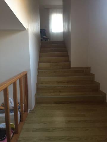 Üst kata çıkış merdivenleri