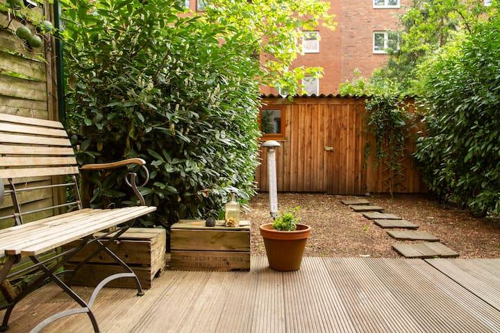 Charmante Altbauwohnung mit Garten und Terrasse!