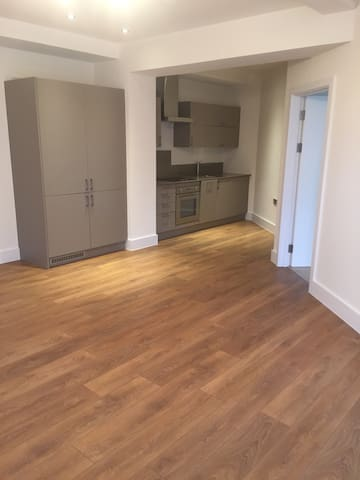 New Modern 1 Bedroom Apartment in North Chingford