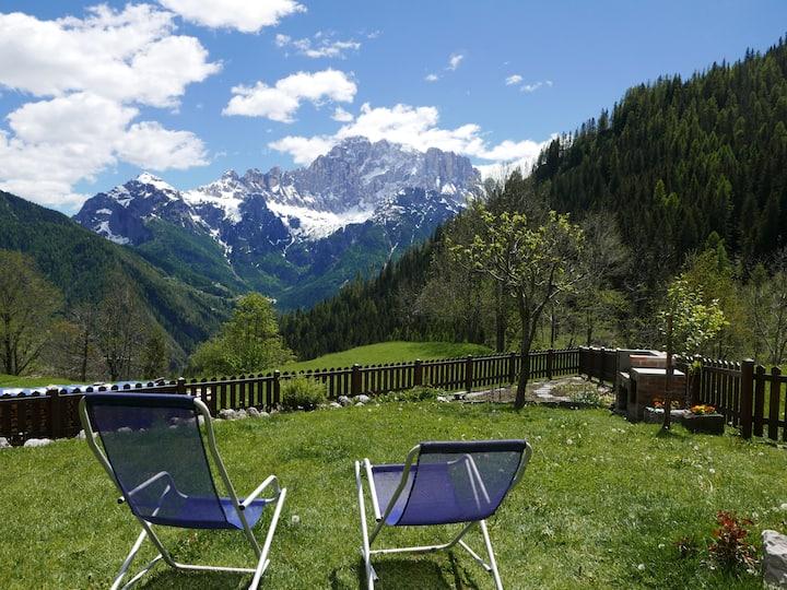 Casa di montagna con vista e giardino incredibile!