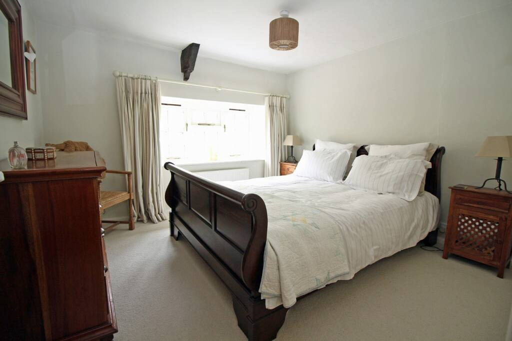 Bedroom - king size bed