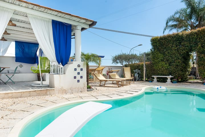Mediterranean Villa with Wi-Fi, Air Conditioning and Pool