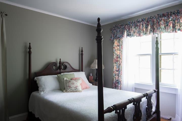 White Rose Manor Middleton Room
