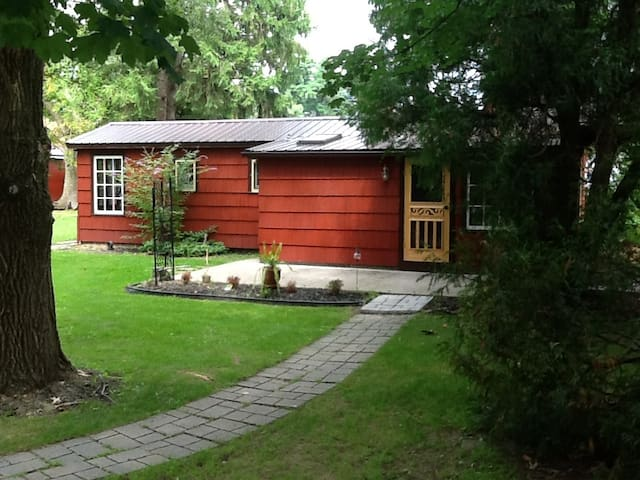 LaVida Cottage - EARLY BIRD DISCOUNTS AVAILABLE