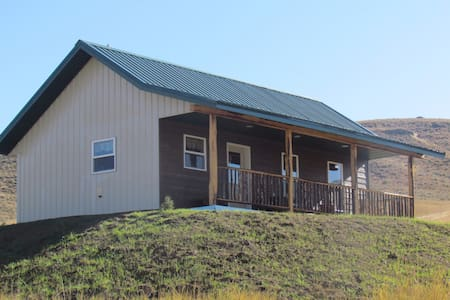 Cozy cabin with gorgeous mountain views! - Absarokee - Cabin