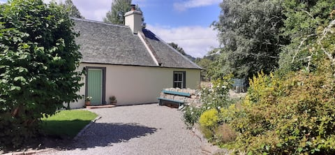 Gorgeous Highland country cottage