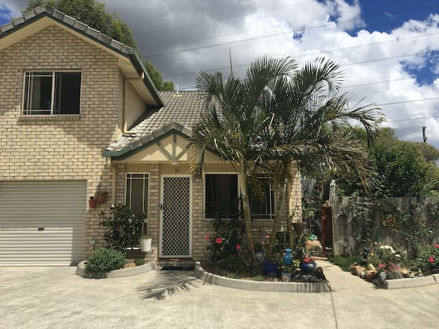 Taylor's Tingalpa Townhouse - handy to everywhere - Tingalpa