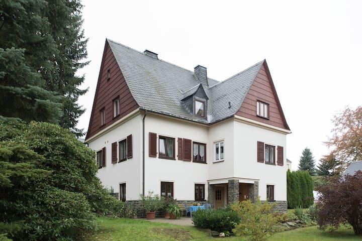 Charmant vakantiehuis in Pockau met uitzicht op de bergen