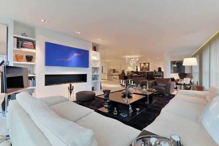 Spacious 4 bedroms Luxxury Apartment