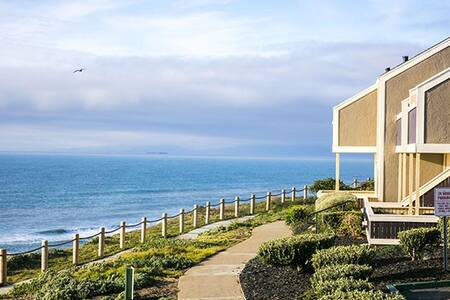 Walking distance to the beach - Pacifica