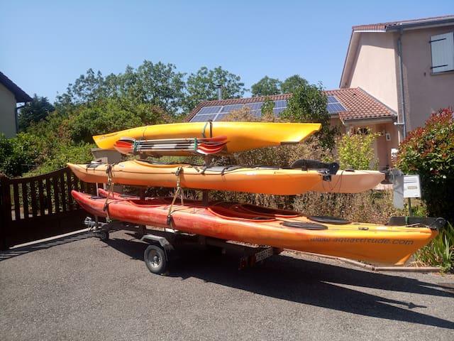 6 kayaks de mer de disponible si besoin