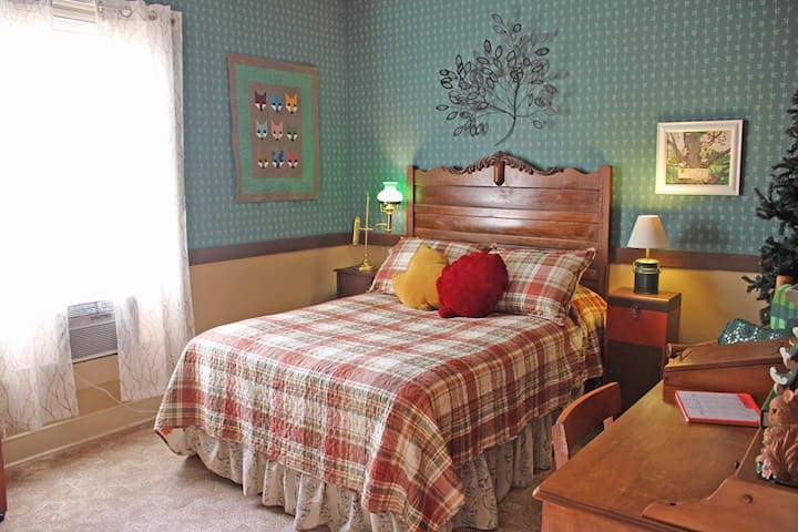 White Wagon Bed and Breakfast:TreeTop family suite