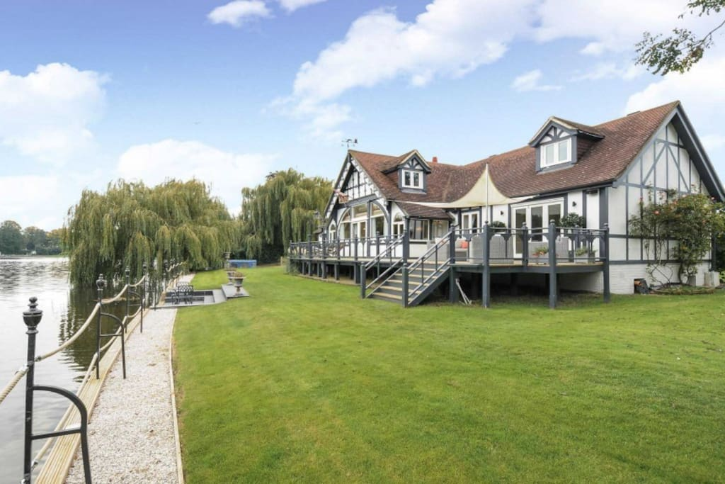 Your private riverside retreat in Royal Windsor