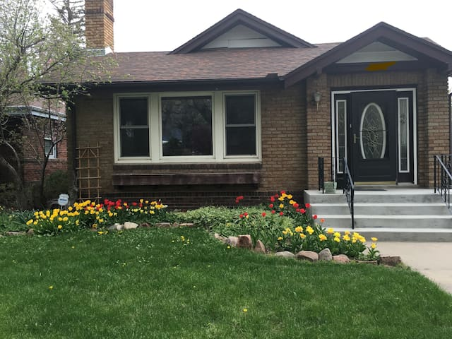 Parkside Bungalow! Private Room! - Cheyenne - Huis