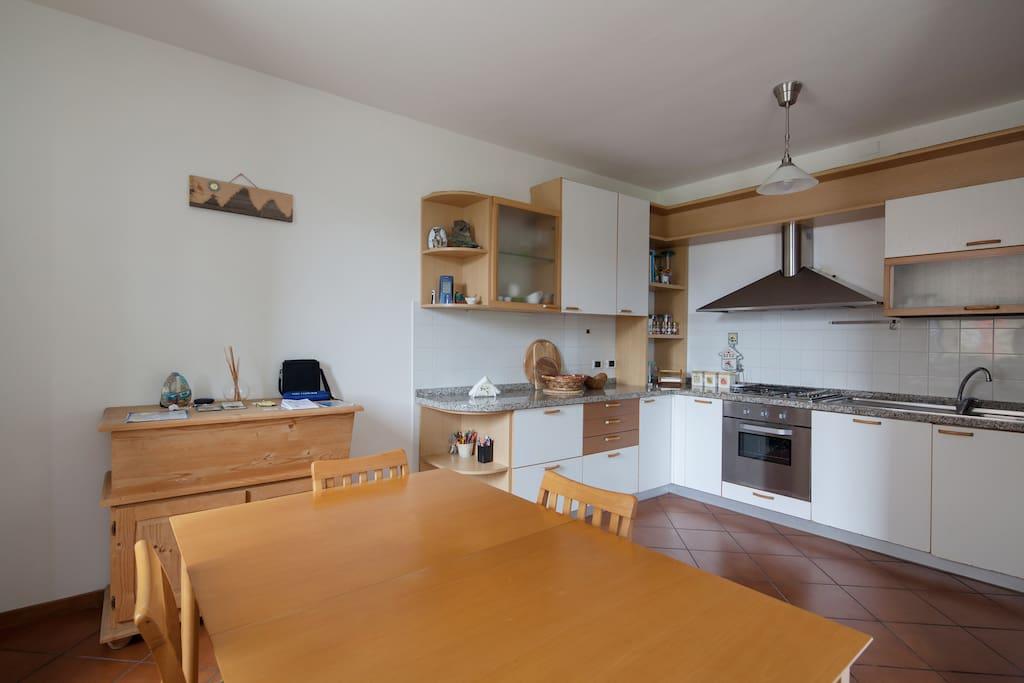 You can cook typical Ligurian dishes with the help of the recipe books you will find at your disposal. Potrete cucinare piatti tipici liguri con l'aiuto dei libri di ricette che troverete a vostra disposizione