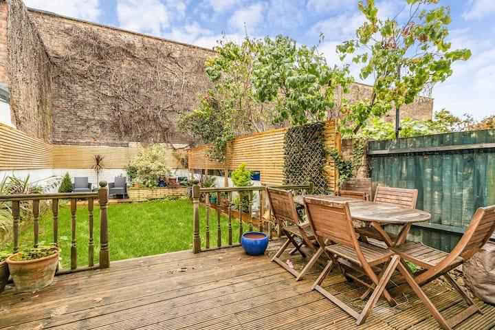 Homely 2 bed House w/ garden - Highbury - London