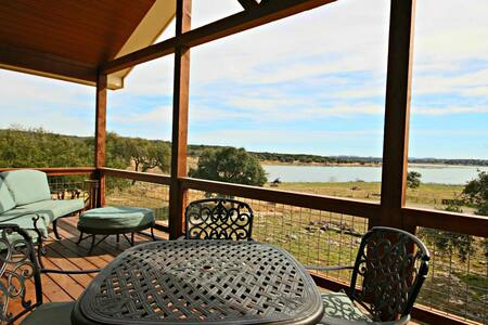 Casa de Suena- New Home with Lake Views, 2 Master Suites! - Canyon Lake