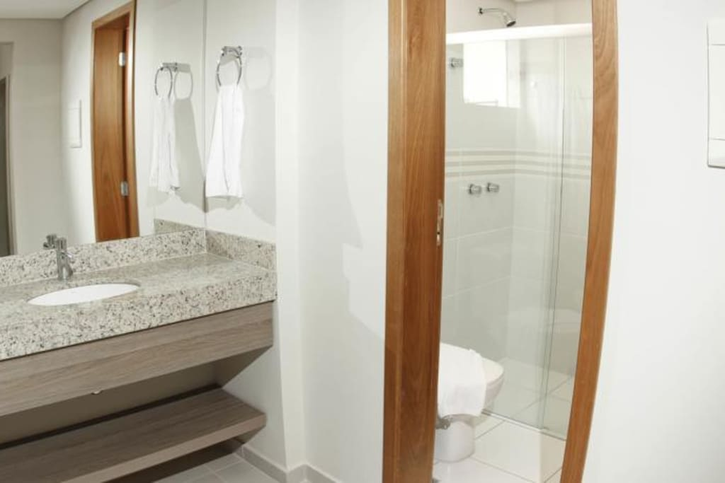 Banheiro com lavabo externo