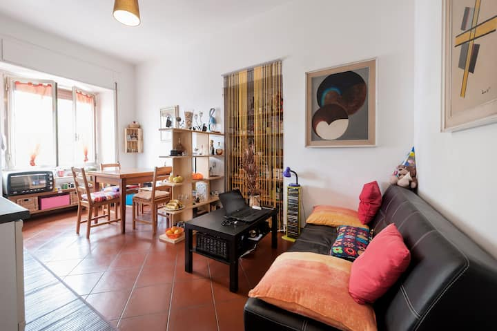 Large and bright room in Rome