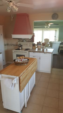 Beautiful Island Cottage with Ocean View - Grand Manan - Maison