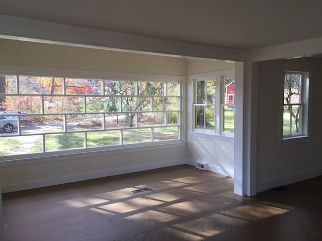 COMING SOON! Modern guest suite in 1889 farmhouse - New Milford - Apartamento
