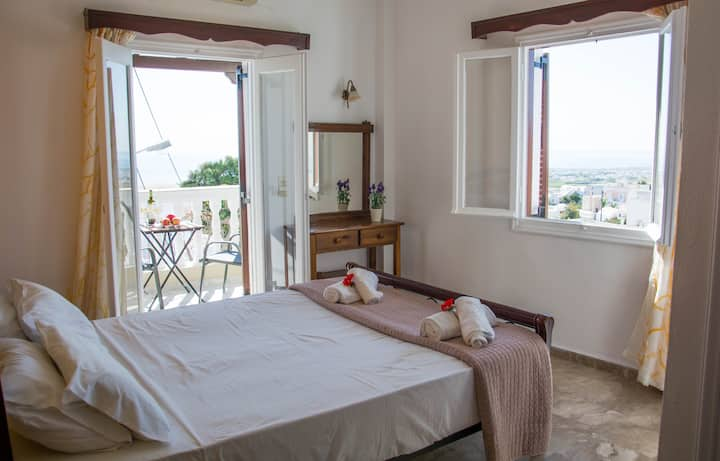 Double bed room in the centre of Fira, Santorini