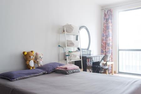 6号线周边,柏林爱乐,阳光大床房 - House