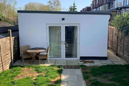Private Independent Garden Studio + Free Parking