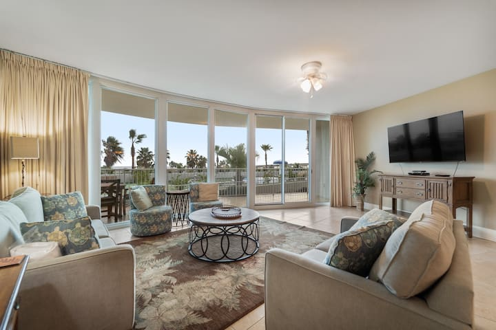 Cozy Three Bedroom Unit with Views of the Splash Pad and Putting Green