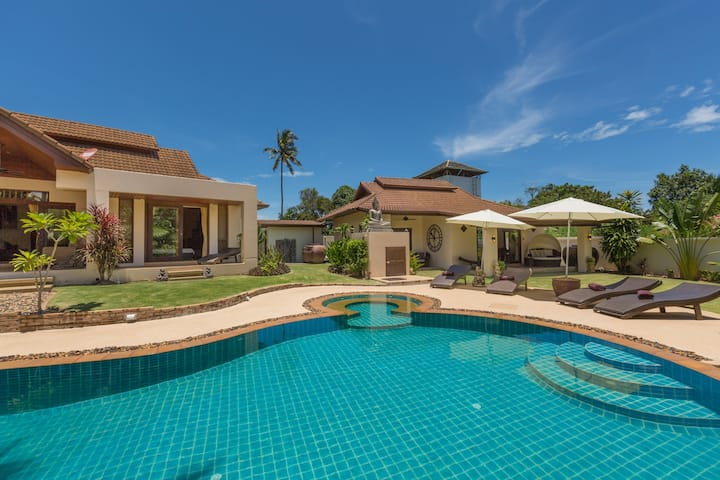 Baan Lily spacious 5 bed villa near Chaweng