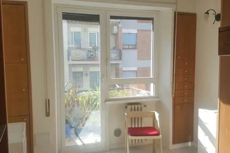 Camera con bagno EUR Laurentina - Rom