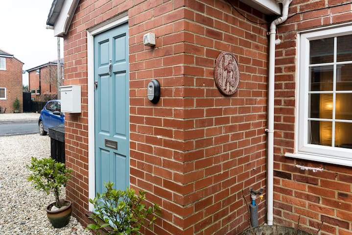 A Charming, spacious cottage in Lymington.