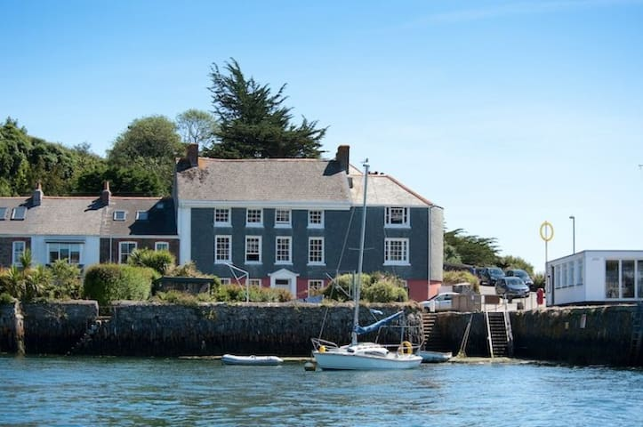 New Quay Lodge