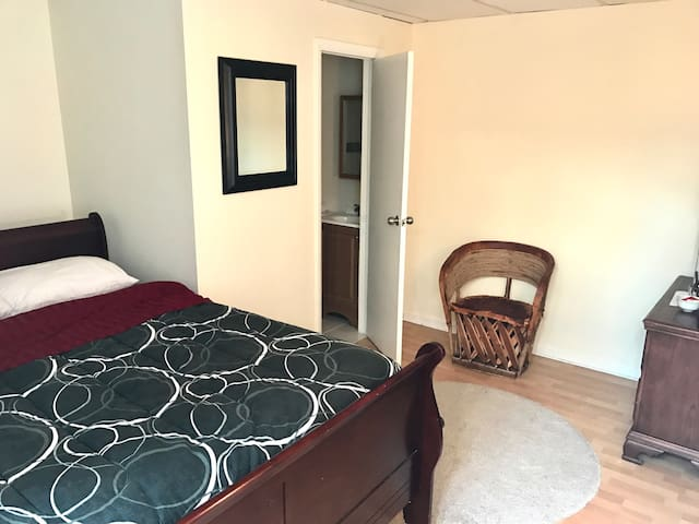Private room & private bath in downtown Stamford