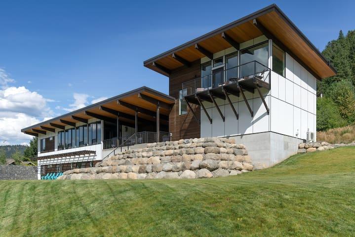 Mountain View Haus /Amazing Brand New Home