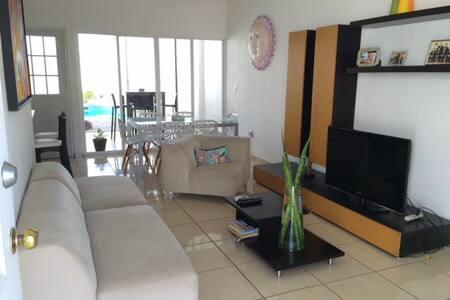 CASA CON ALBERCA PRIVADA EN NV - Las Jarretaderas - Huis