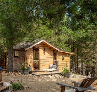 Homewood Cabin, A charming  rustic rural hideaway