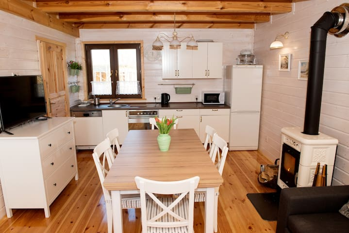 Cosy and beautiful house close to the sandy beach - koszaliński - Huis