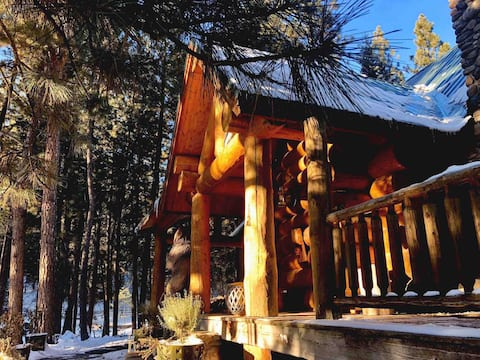 Solitude Ranch- Romantic Off-Grid Mountain Retreat