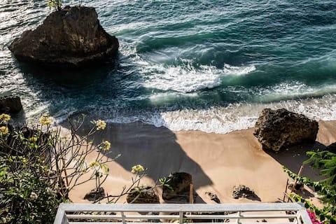 Vistas impresionantes en casa de playa extraordinaria.