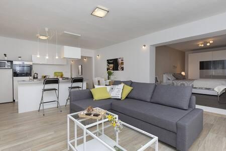 Modern and stylish apartment Leni near Labin