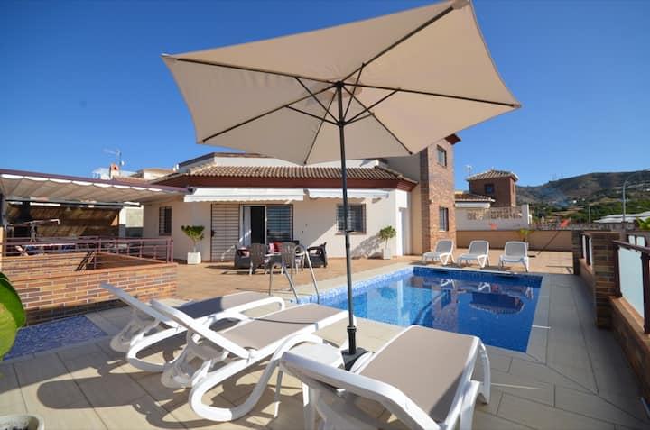 Villa Las Tres J: Private Pool, Sea Views, A/C, WiFi, Car Not Required
