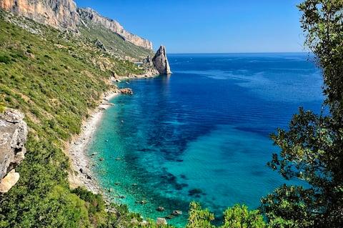 Sardinia Navarrese liburan di tepi laut