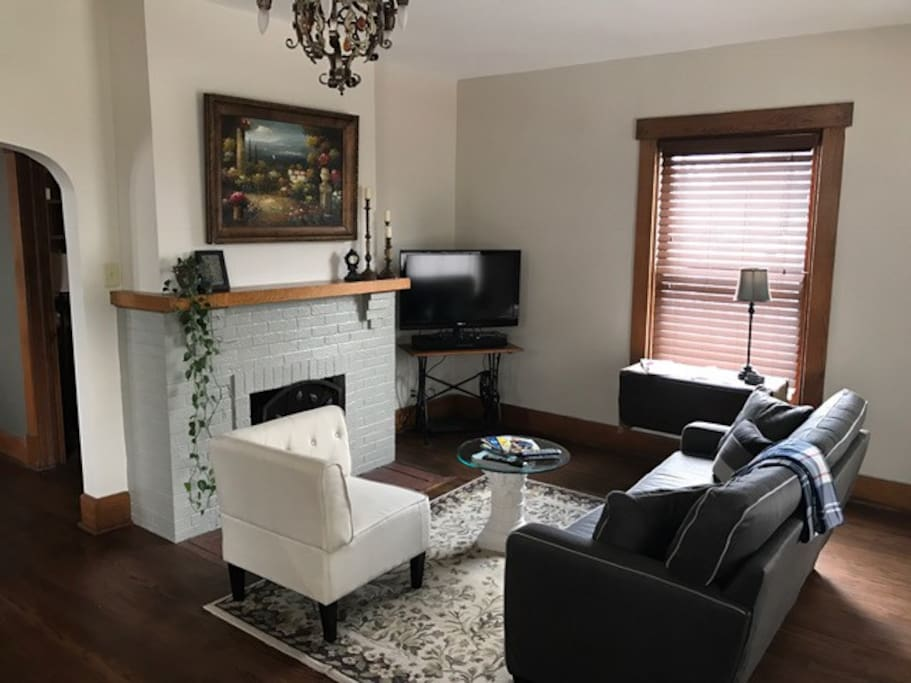 Front Room, Cable TV, cozy