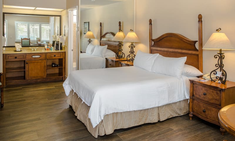 EcoRooms with Single Queen Bed