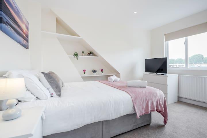 Spacious King Bed w/En-Suite Nr Parsons Green