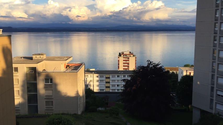 Appart spacieux, paisible, avec vue imprenable - Neuchâtel - Apartment