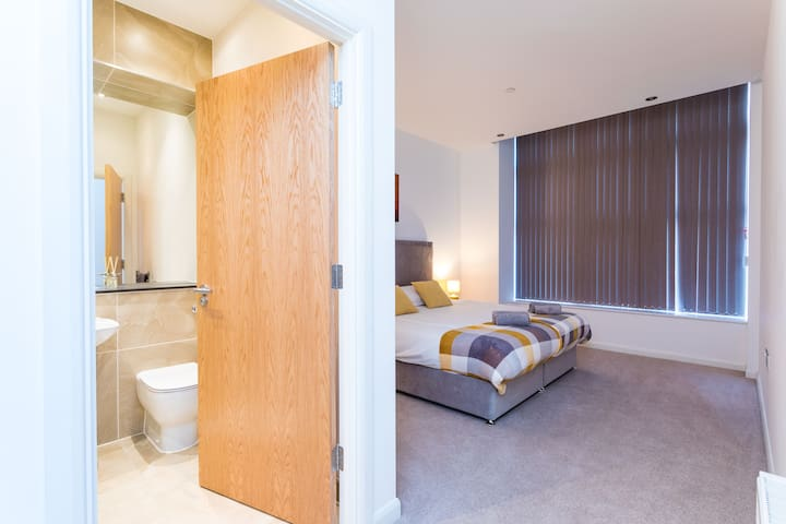 The master bedroom comes with a king size bed (on request convertible to a twin bed). This bedroom is ensuite with a shower, toilet and hand basin. It is dressed in hotel quality linen and towel for your stay.