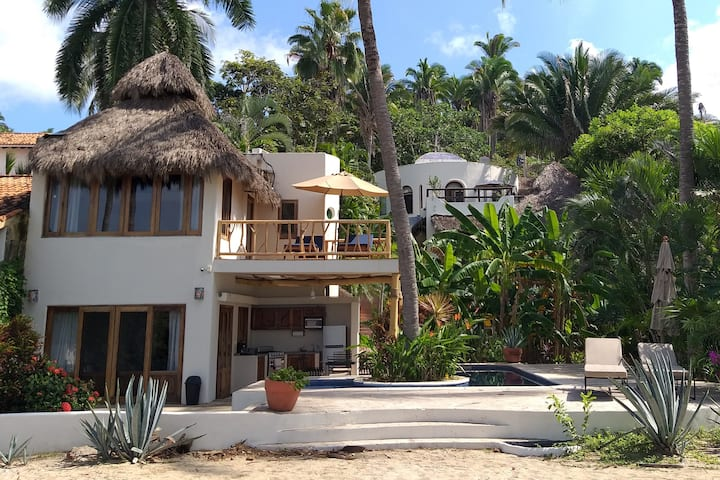 "Bungalow ""Amorita"" right on the beach"