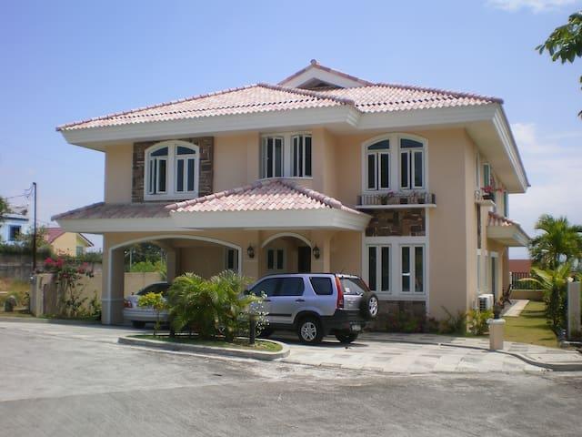 Beautiful mediterranean house - Manila